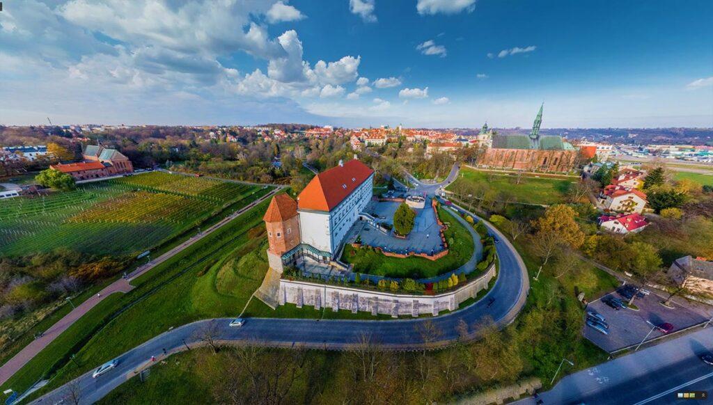 Spacer wirtualny Street View po Zamku Królewskim w Sandomierzu